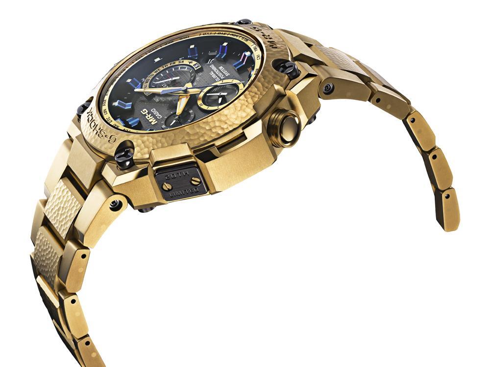 日本傳統金黃與深藍色調加持的MR-G 20周年紀念錶款。