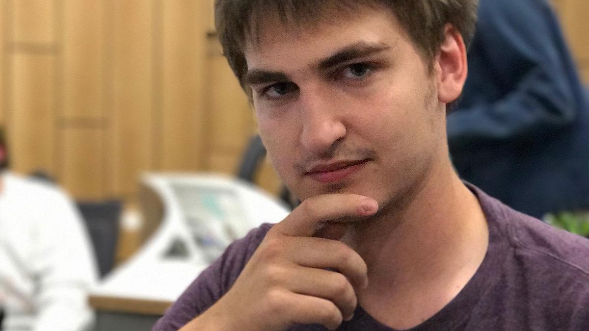 才華洋溢、年僅 22 歲的模擬器作者萊利.特斯塔。(圖片來源:作者推特社群帳號)