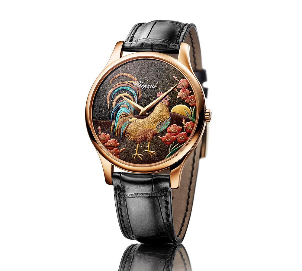 蕭邦在生肖系列上則是運用蒔繪工藝,錶盤經由日本漆藝大師手工精繪而成,將瑞士、中國與日本的傳統精神合而為一。