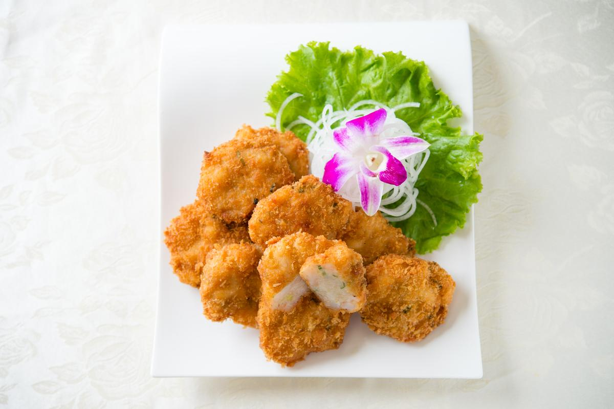 「金錢蝦餅」吃得到半肥半瘦豬肉及蝦仁,外酥內彈,吃來涮嘴。(190元/10塊)