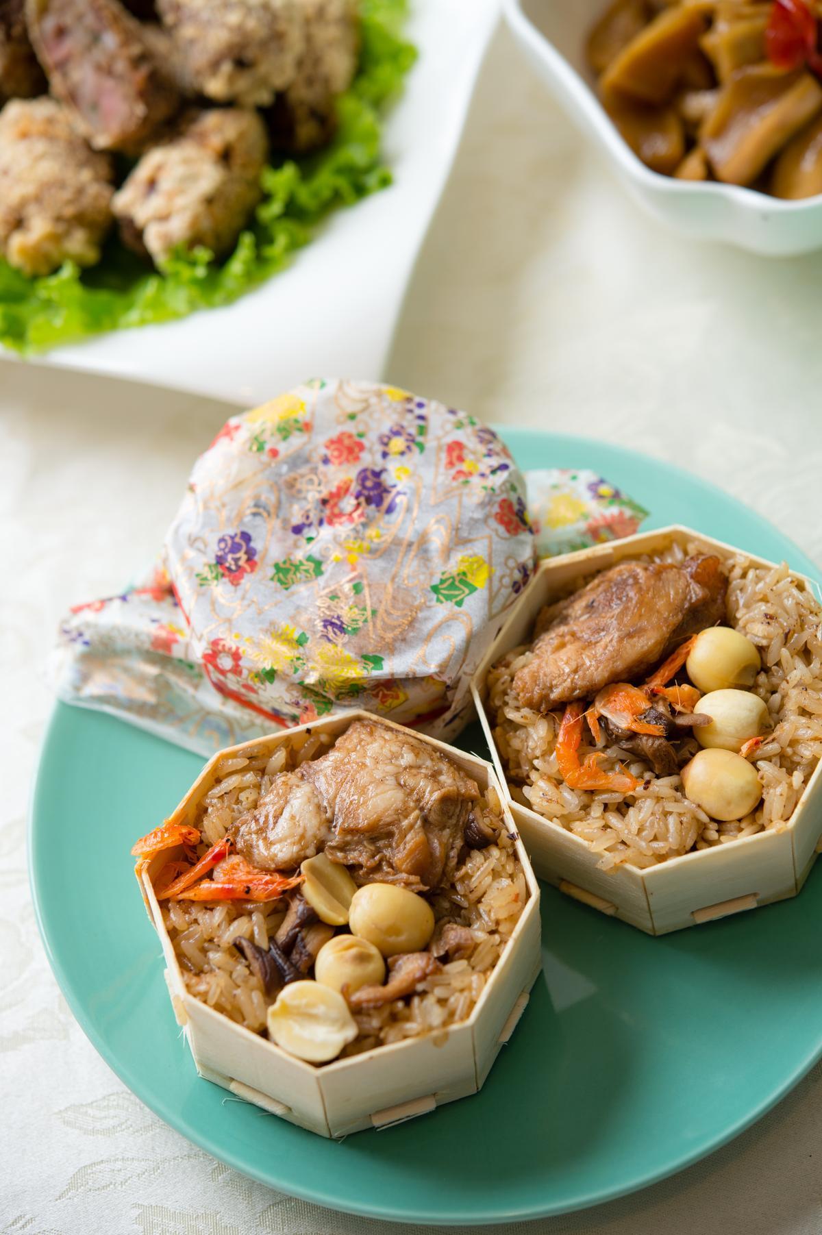「彩繪米糕」的米粒香糯分明,還吃得到鬆綿蓮子、蝦米。(450元/10入)