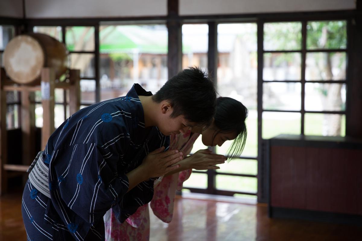 正殿鞠躬的示意圖,謝謝慶修院全體協助我們拍攝。