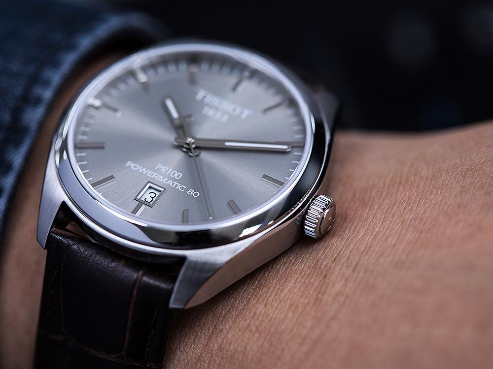 瑞士國民錶品牌天梭當然是22K內的首選之一。這款PR 100大三針腕錶還用上Powermatic 80機芯,長效動力更實用。建議售價NT$18,300。