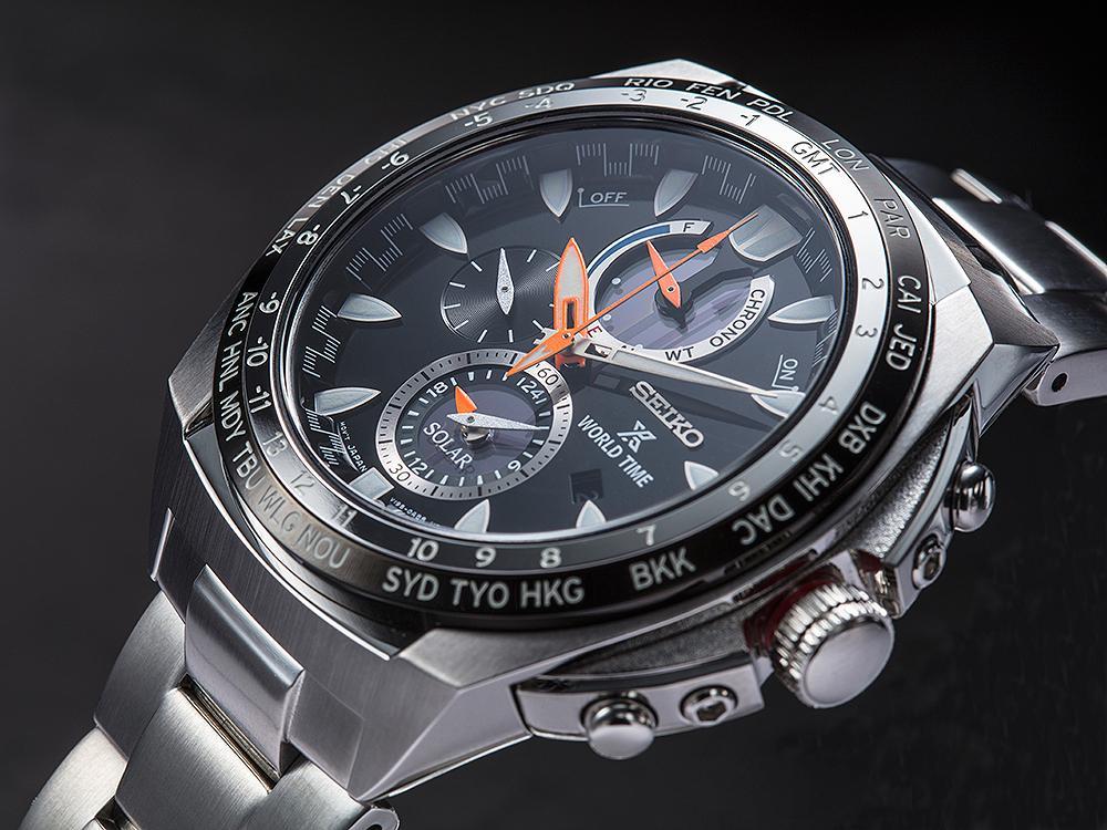 一支抵三支!SEIKO這款太陽能世界時間計時碼錶世界時間、兩地時間、計時碼錶三大功能,規格很厲害。建議售價NT$22,000。