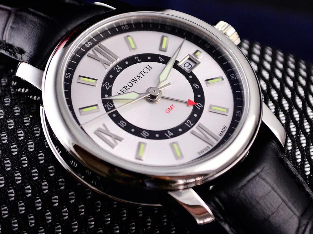 如果你不想要撞錶,跟別人買一樣的牌子,不妨試試看AEROWATCH這款GMT兩地時間腕錶,還是Swiss Made的喔!建議售價NT$21,000。