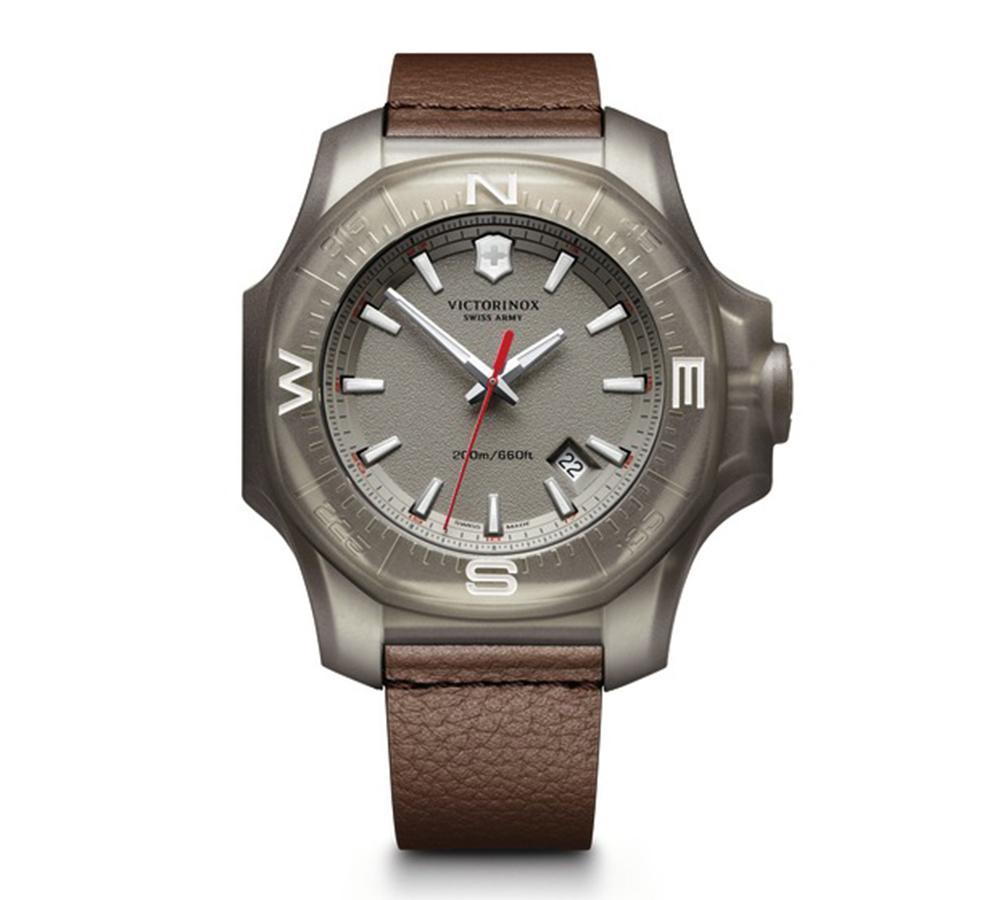 瑞士維氏I.N.O.X.有多強悍?一般手錶能做的測驗之外,還把錶丟給坦克碾,丟到洗衣機洗,很兇悍!建議售價NT$21,000。