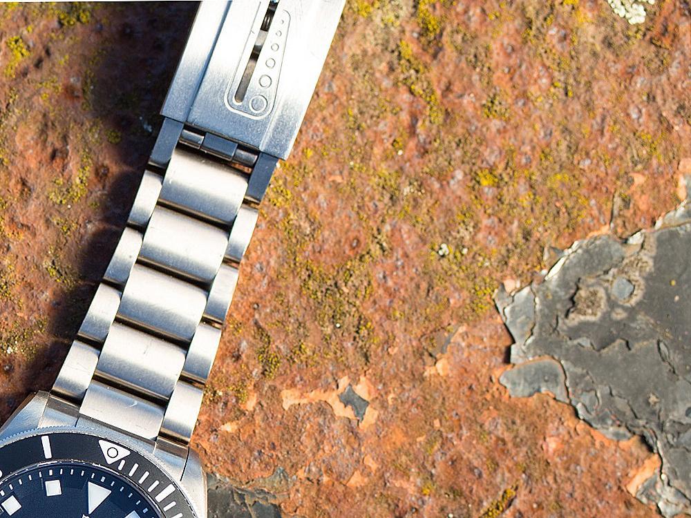 在歲月的摧殘之下,不具有抗蝕能力的金屬材料快則數年,慢則數十年都會化成一堆鏽爛的廢鐵。