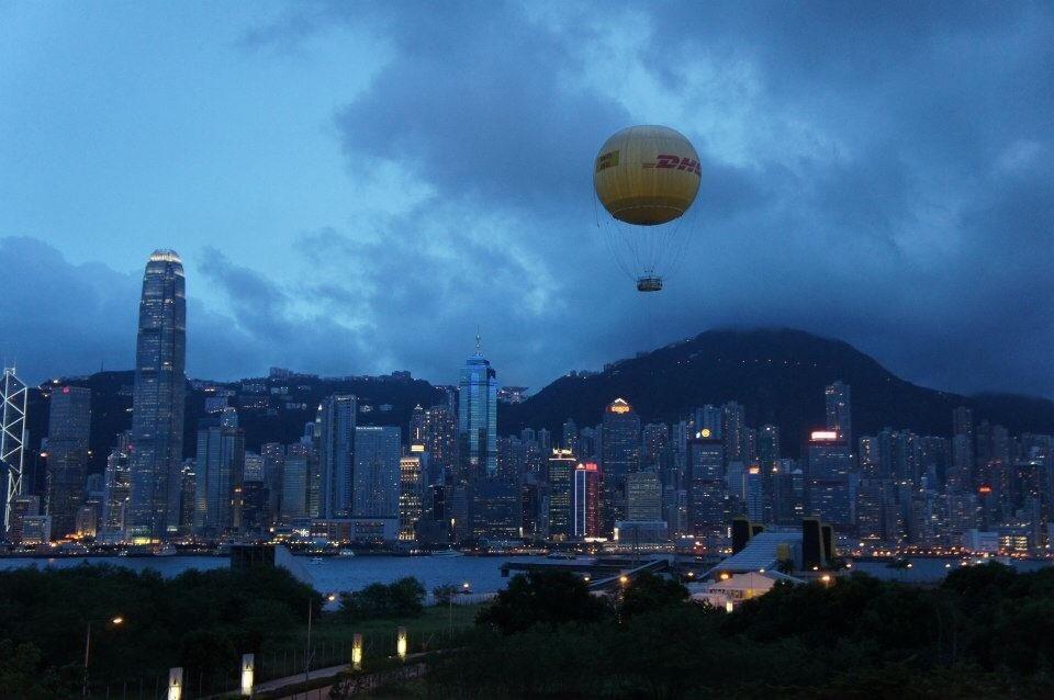 半中半西的香港,遠看繁華如夢,走進了更能體驗人種多元,眾生百態。