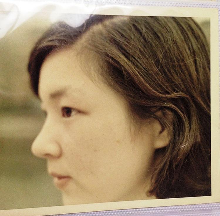 母親過世是小宜的人生分水嶺,10年走不出傷痛,最終被診斷出憂鬱症。圖為小宜的母親。(小宜提供)