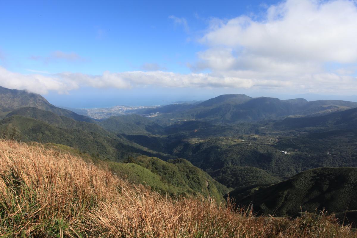 遇到好天氣,主峰甚至可以望到金山海景。