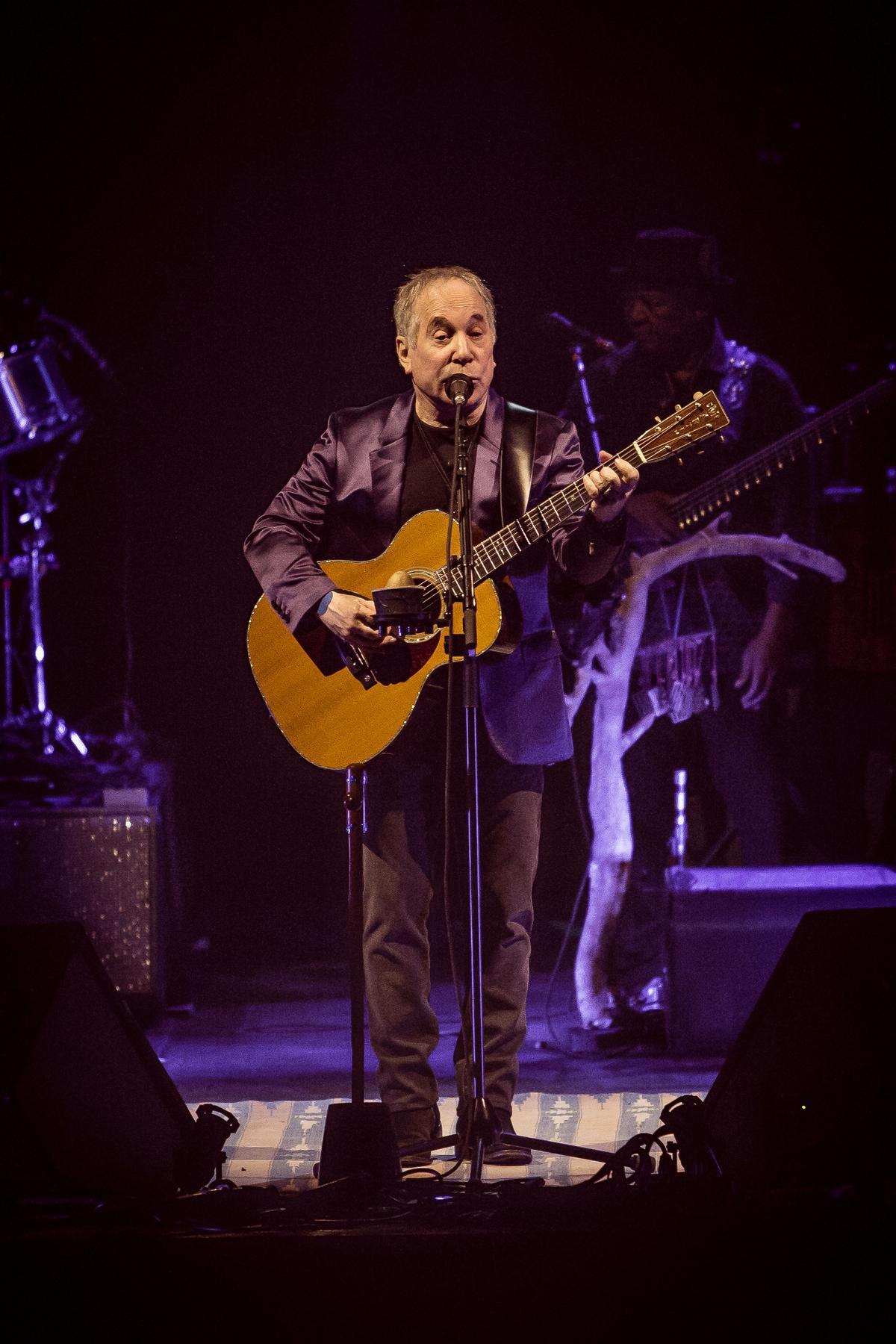 保羅賽門在1983年推出的歌曲<Hearts and Bones>,寫的就是他與嘉莉費雪的戀情。