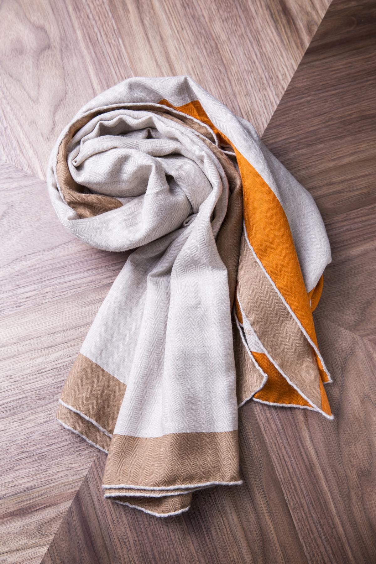 HERMES圍巾。約NT$24,000