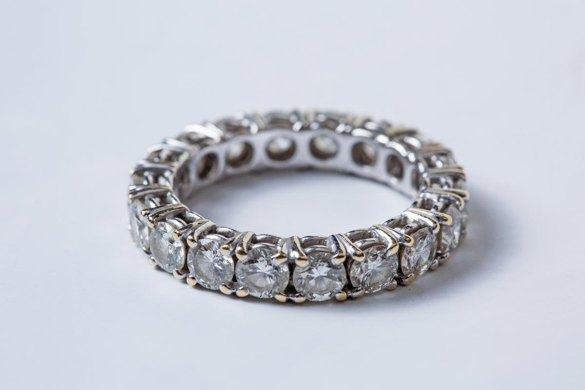 Cartier線戒,婚戒無價。