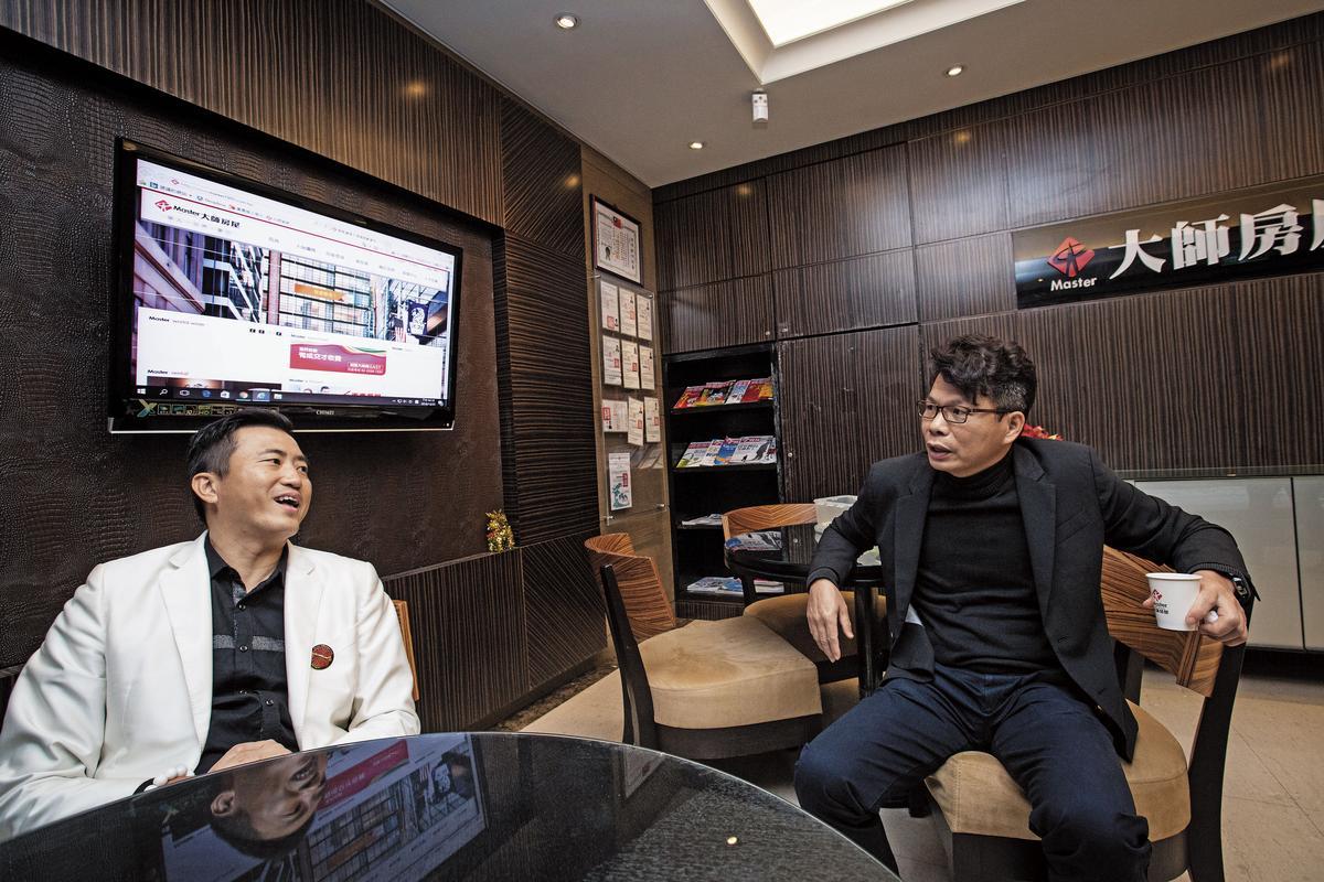 陳建慶(左)與李信忠(右)是世新五專同學,當陳還是菜鳥時就拉李入仲介,2人一路來皆共同創業。