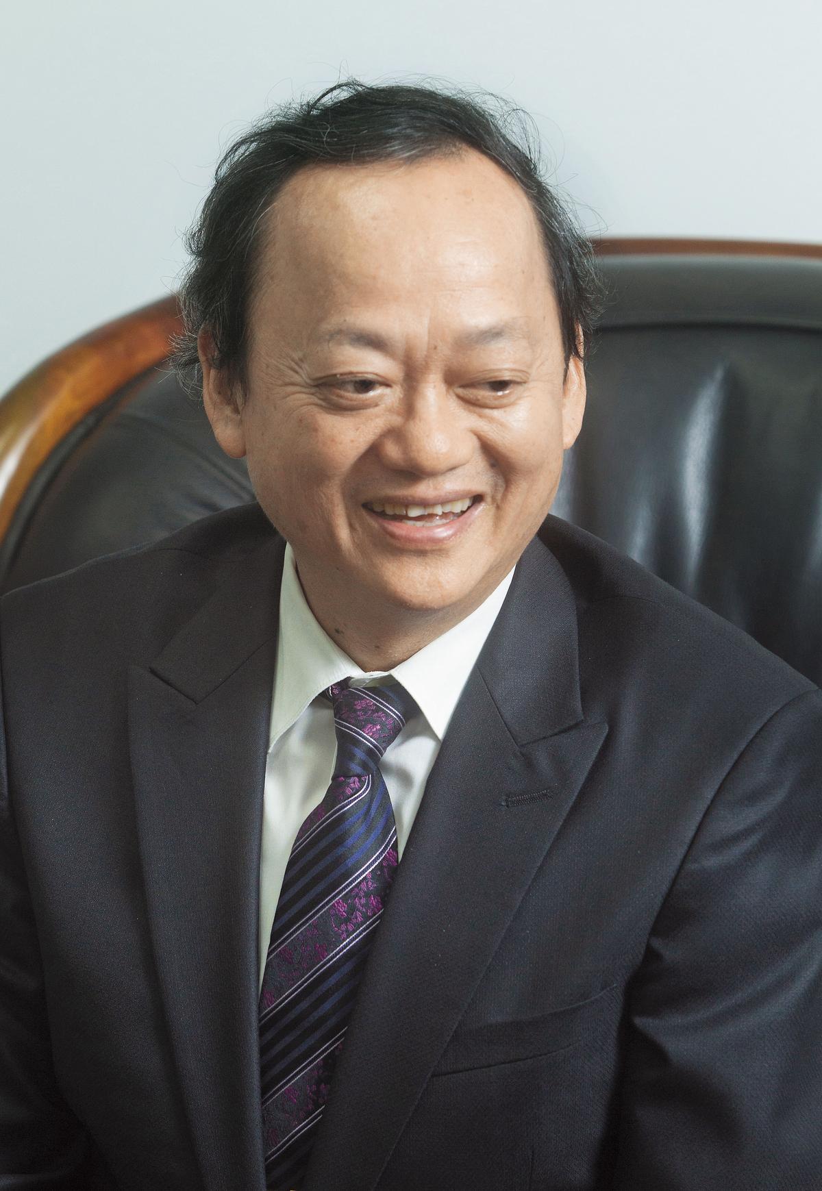 前衛生署長葉金川目前擔任台灣血液基金會董事長,屏東捐血站2015年落成時就是由他揭牌啟用。