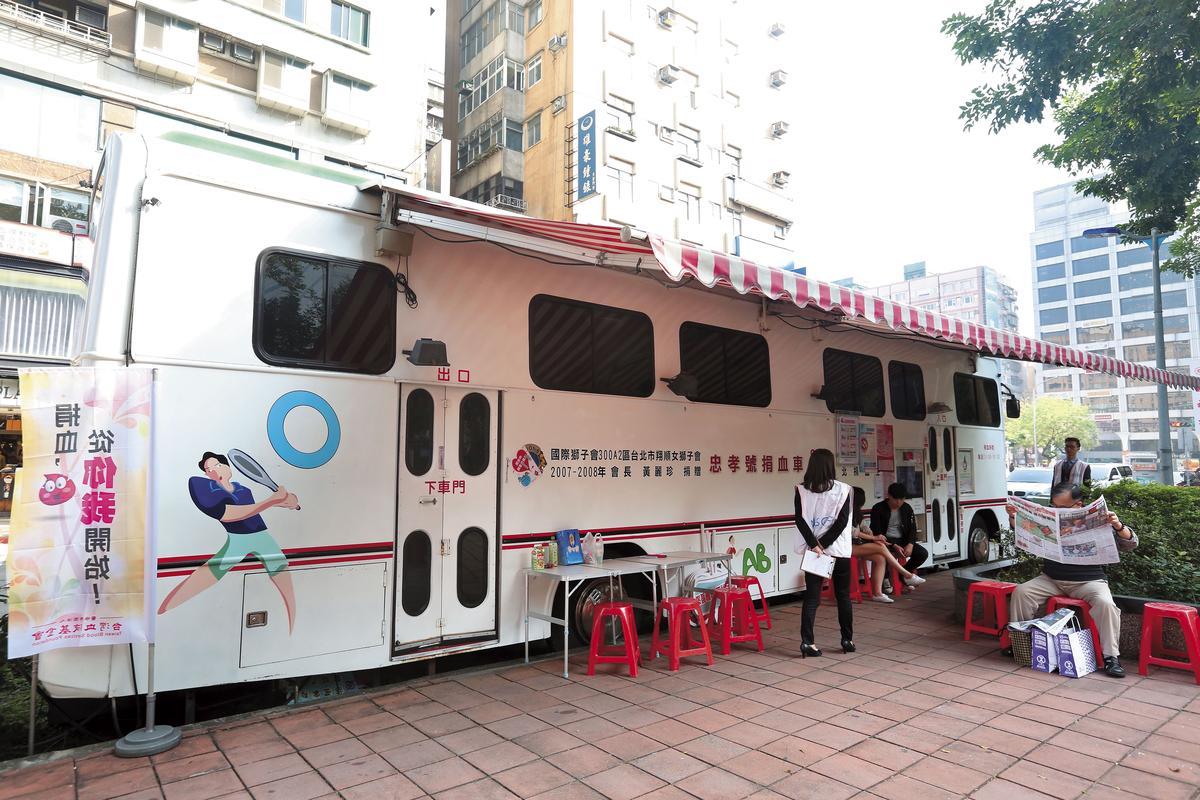 台灣血液基金會除全國各地捐血中心、捐血站,也經常派出捐血車到各地服務。
