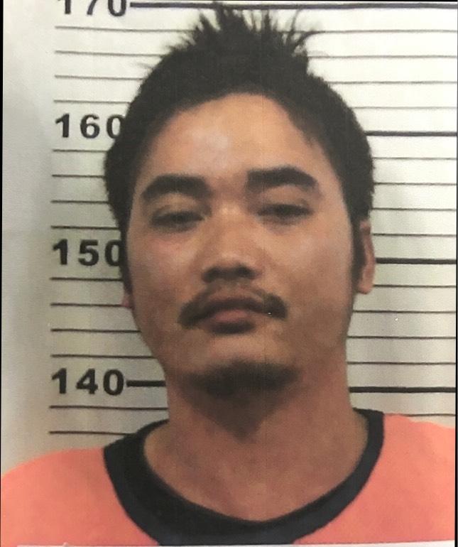 海巡署查獲漁船違法載運越南偷渡客,押解途中一名嫌犯自行跳車窗脫逃,目前正全力追緝。