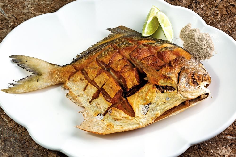 年節前後魚貨價高,若不用鯧魚(圖),也可用虎條代替。