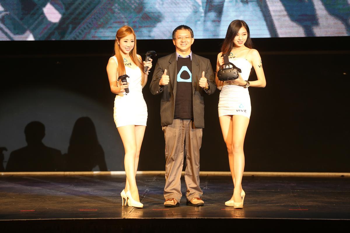 HTC VIVE今年在電玩展的攤位倍增,展出最新的周邊配備。