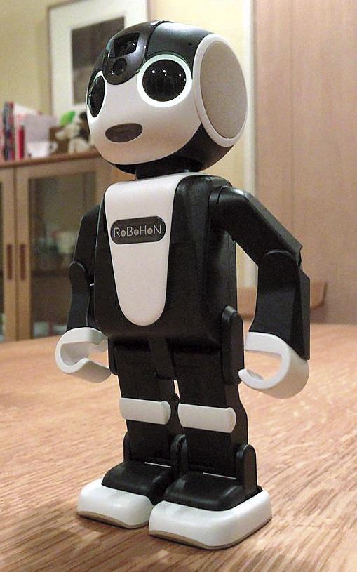 夏普的RoBoHoN機器人手機因為跳「戀舞」,讓市場詢問度破錶。(翻攝自網路)