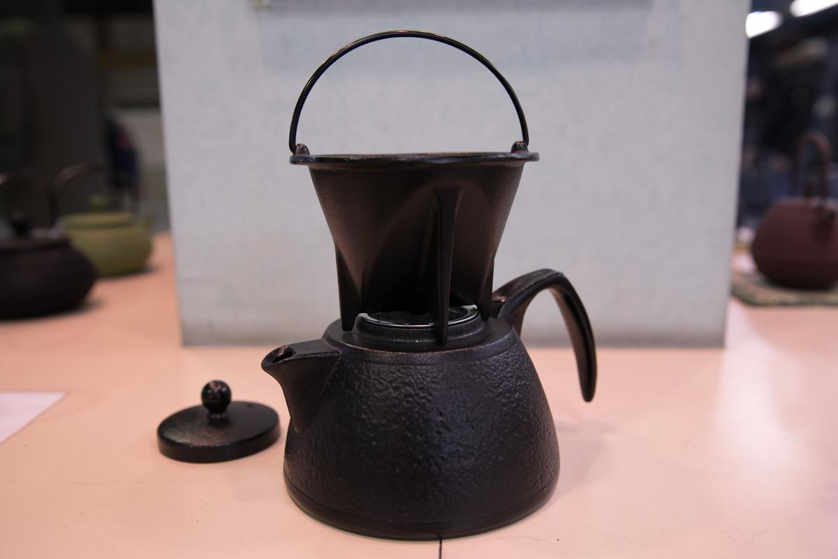 超人氣的南部鐵器「手沖咖啡組」,讓咖啡迷趨之若鶩。(10,800日圓/組,約NT$2,956)