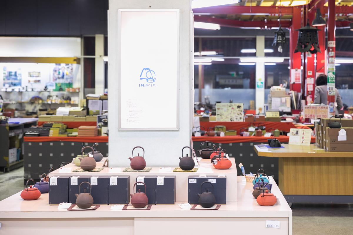 型態色彩各異的鐵壺,吸引年輕族群,也開啟南部鐵器的新面貌。