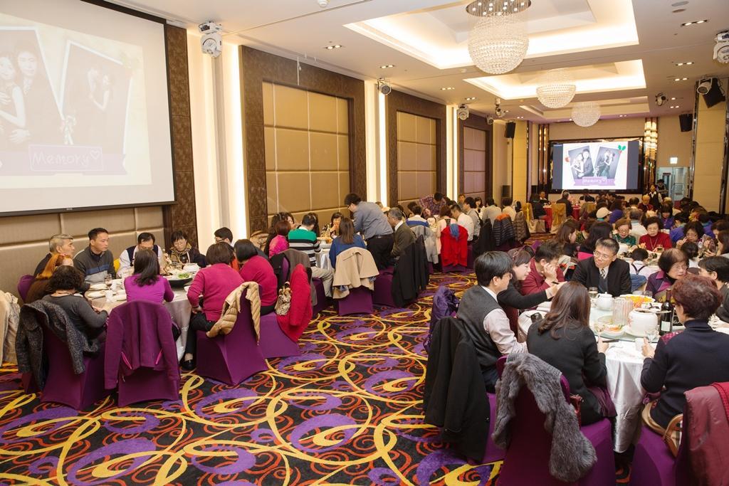 前身夜店林立的京華城頂樓,經過林志成改造,裝潢佈置成大方華麗的臻愛婚宴會館。