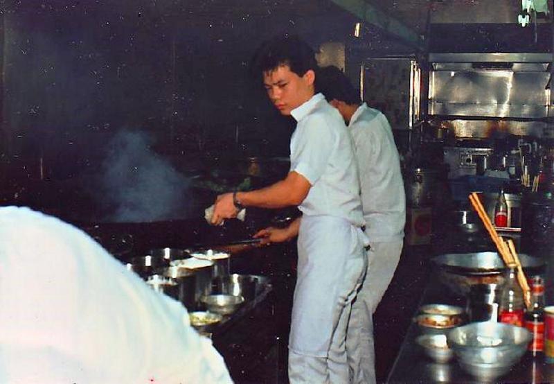 26歲時,林志成成為易牙居點心坊股東,在店內擔任廚師,也不時研發新菜色。(林志成提供)