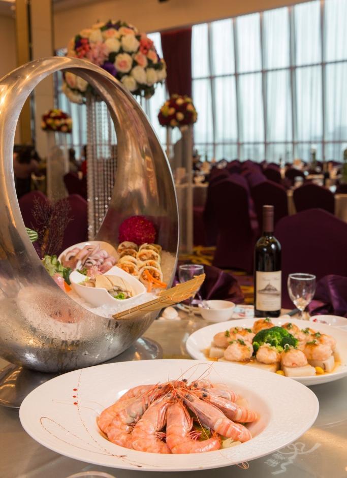 臻愛婚宴會館以菜色澎湃,海鮮料新鮮豐盛聞名,在業界頗受好評。