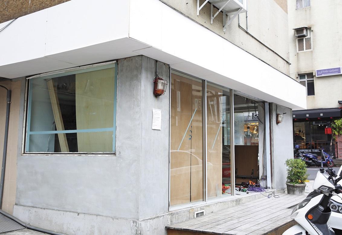 STAYREAL」旗下品牌「CROXXBONES」原本在東區開直營店,但在去年悄悄結束營業。