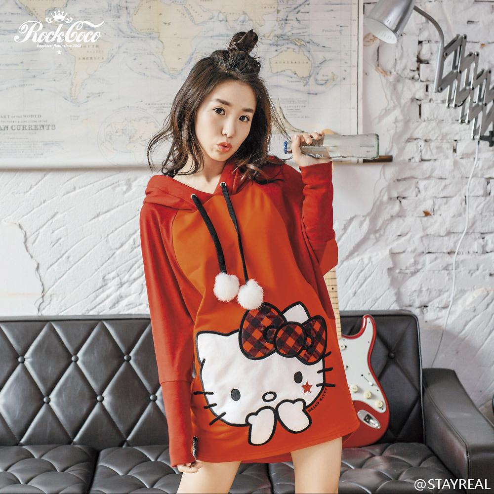 STAYREAL同體系品牌「ROCKCOCO」於2015年曾找來郭書瑤合作Hello Kitty獨家聯名設計款。(翻攝自STAYREAL微博)