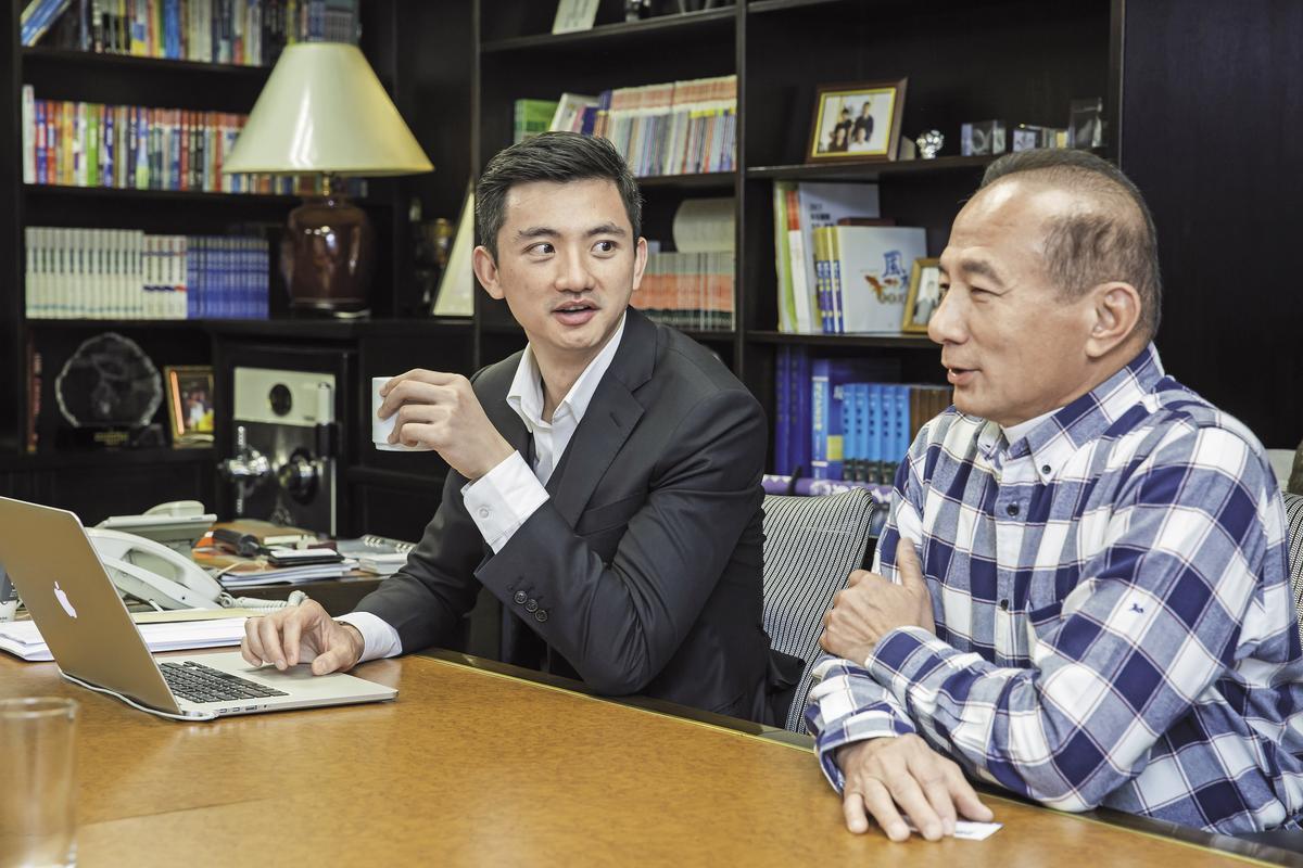 陳彥誠(左)與父親、現任合隆總裁陳焜耀(右)是跑友,也是商場上的夥伴。
