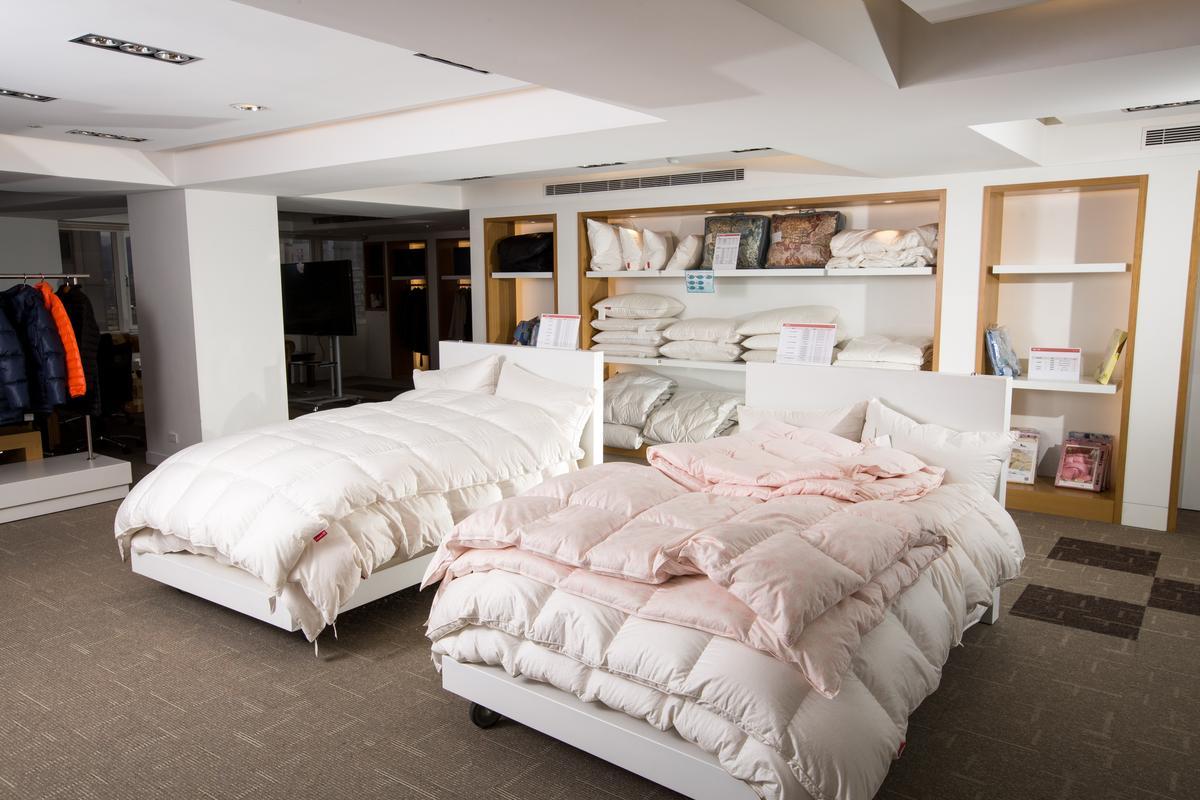 「合隆羽藏」是全台唯一可依消費者需求,製作不同重量、暖度、提供不同羽絨選擇的客製化寢具品牌。
