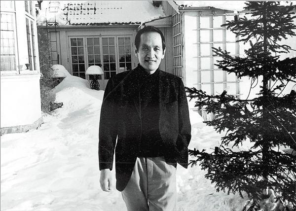 1970年,彭明敏在瑞典寓所拍照。