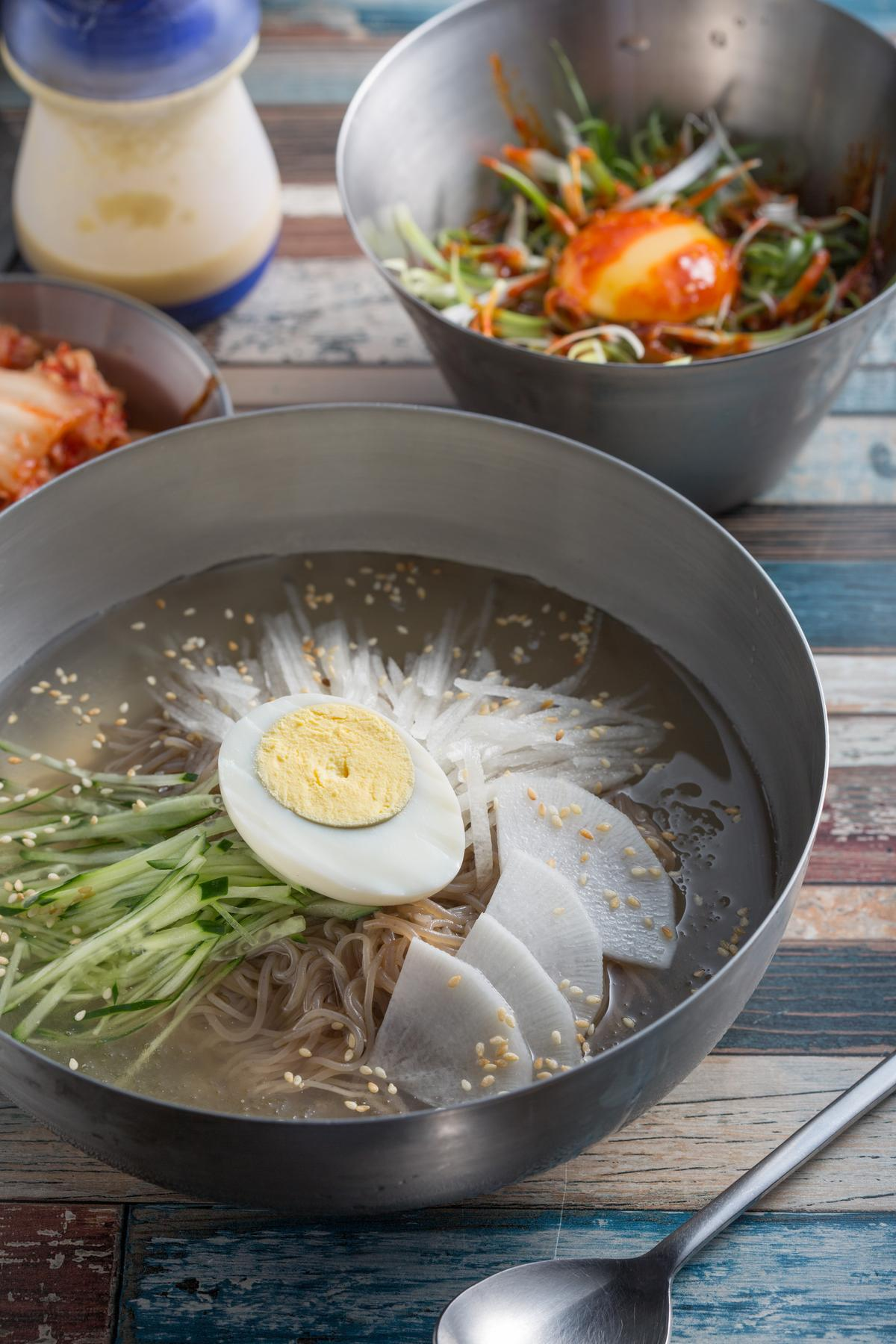 火辣辣的韓式涼拌冷麵 今夏靠它涼一下