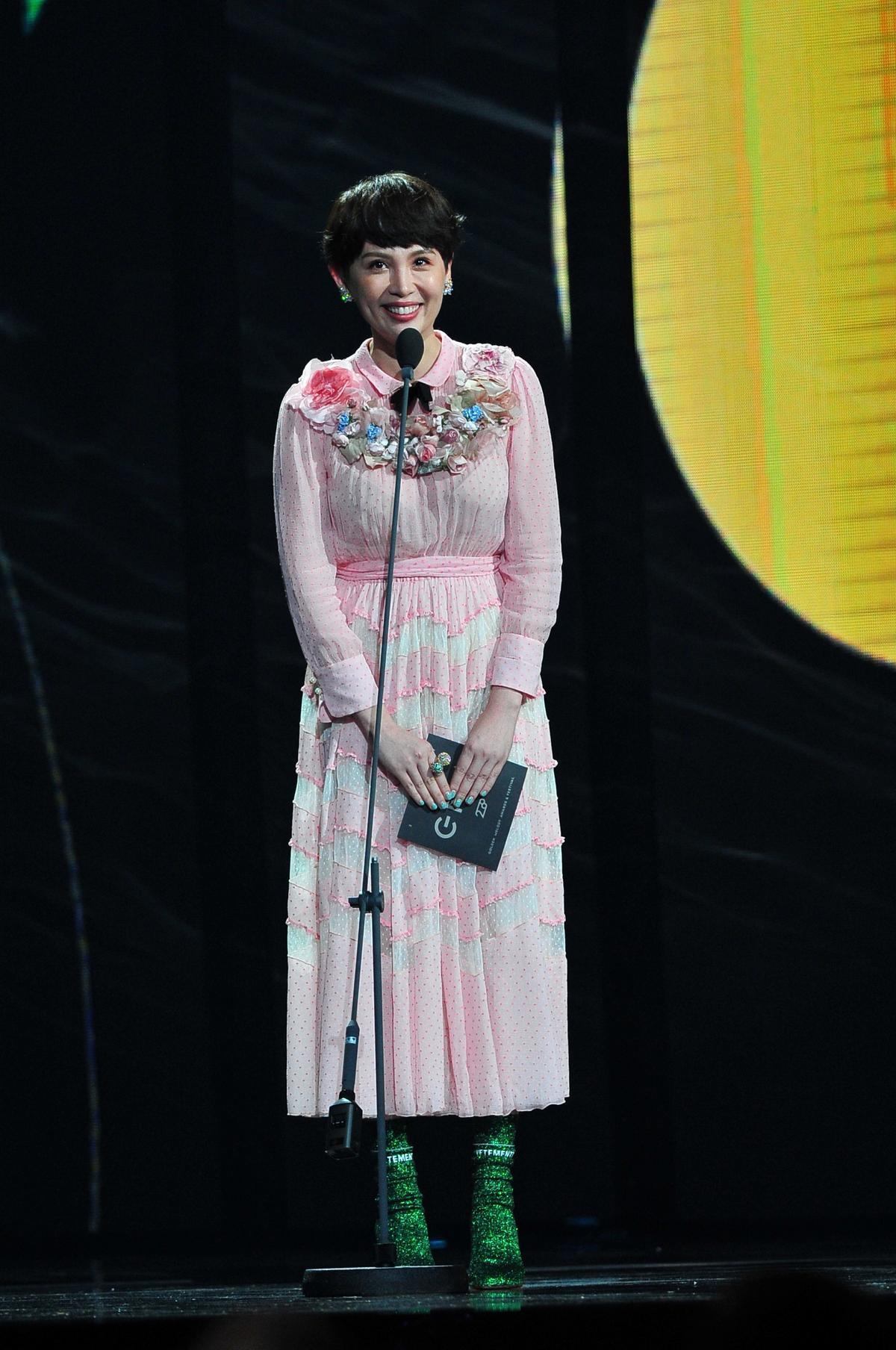 魏如萱原本是獨立樂團自然捲的主唱。