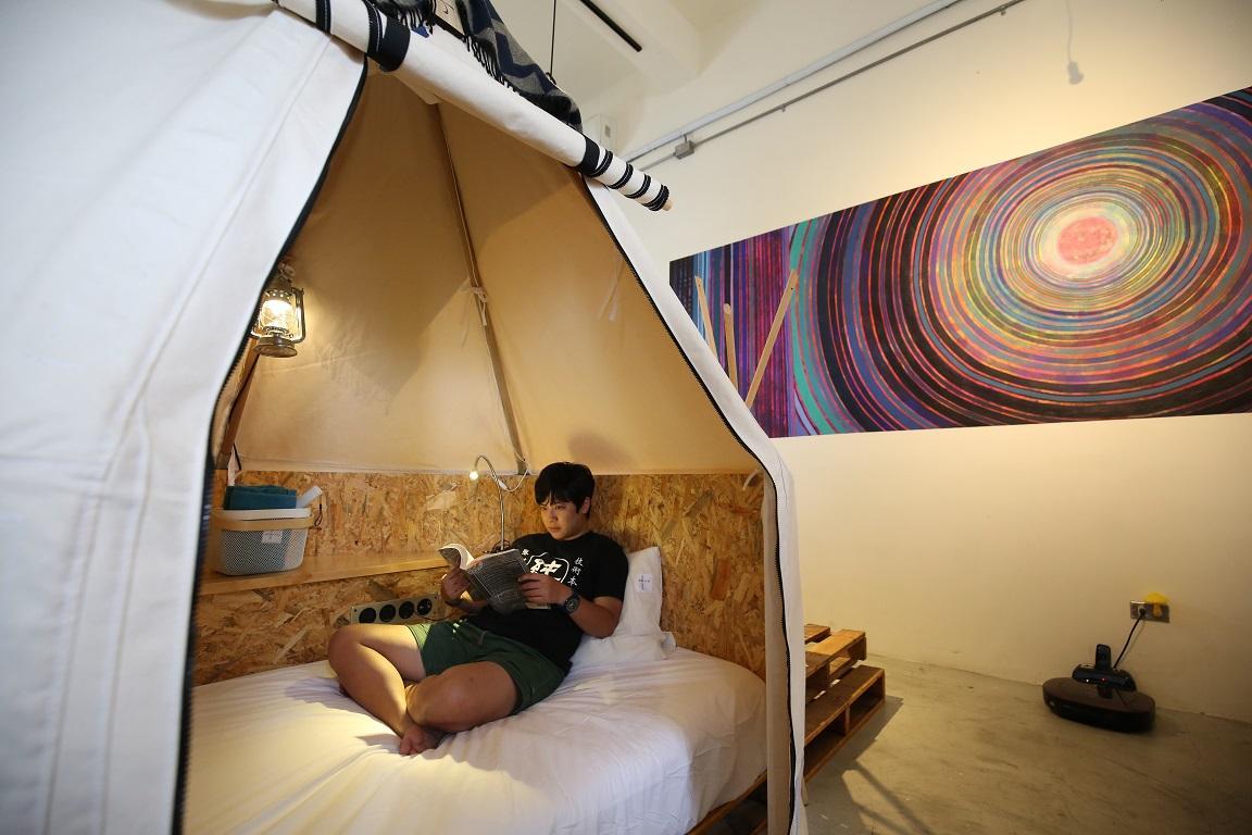屏東百年老屋變青旅 把南美洲帳篷搬進室內
