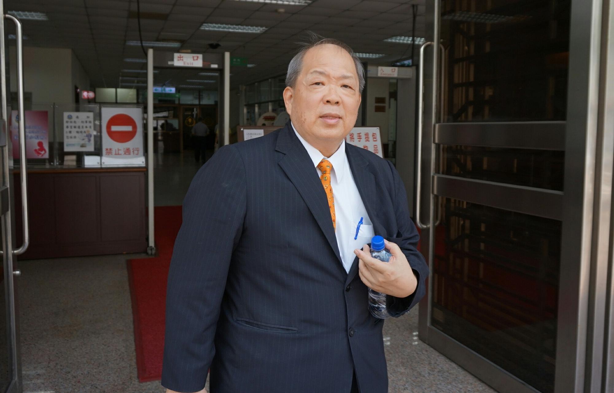 前金官會專任委員黃顯華為紅火案擔任專家證人,他指出中信金要併購兆豐金而大量買兆豐金股票,導致股價上漲,是自然現象。