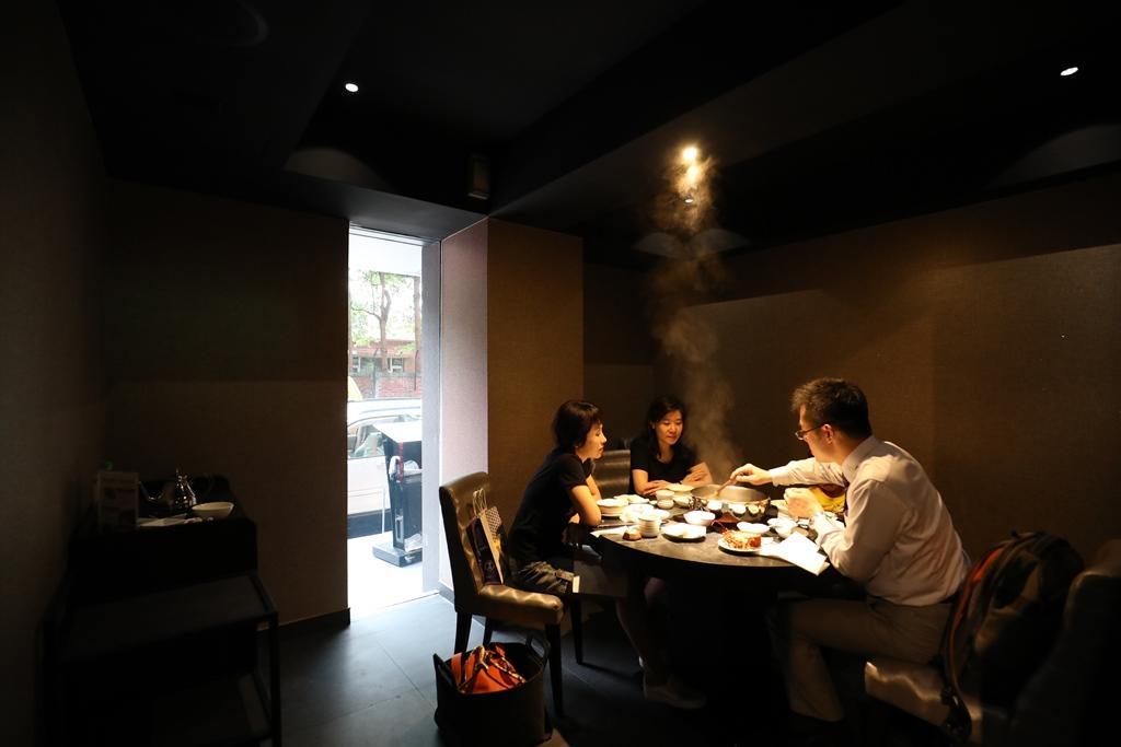 【請老爸吃飯】會噴煙的松葉蟹蛋糕上桌 老爹瞬間變土豪