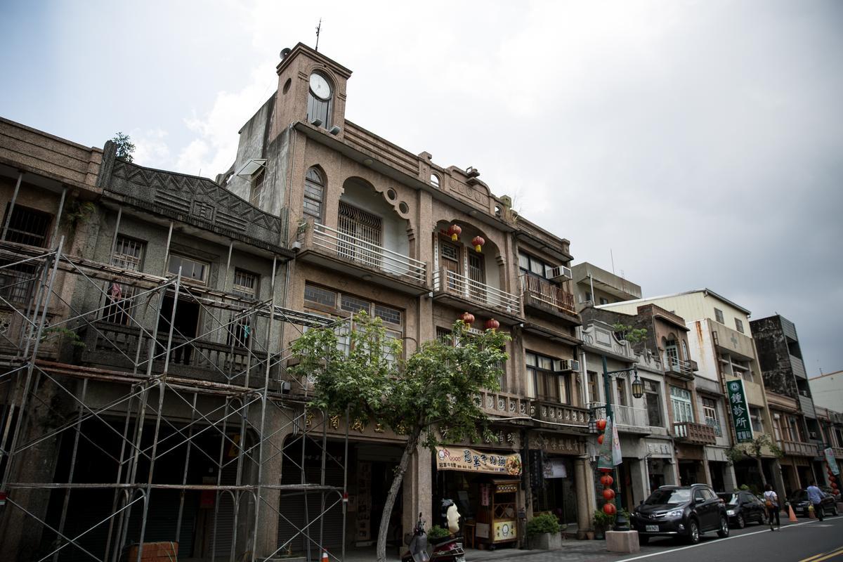 西螺老街上集中著各式老建築,值得慢步欣賞。