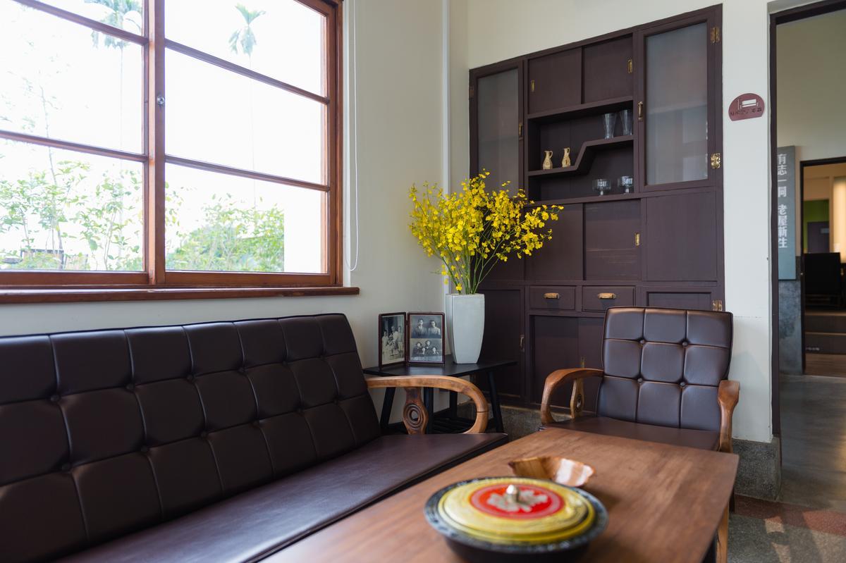 故事館內擺設的家具,呈現古老韻味。