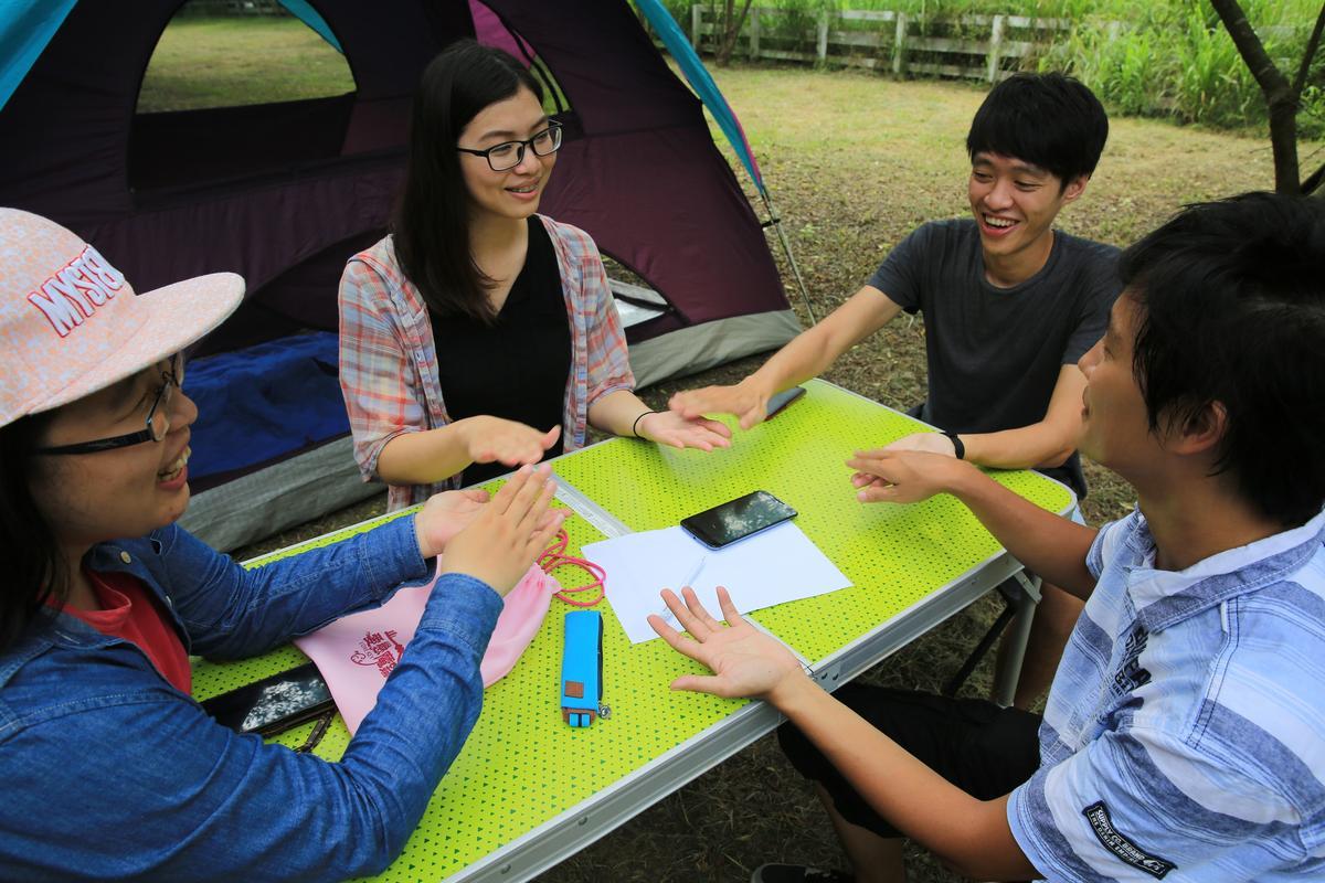 「愛戀魔鑰」二日遊行程,在農場一起露營烤肉,同時設計破冰遊戲拉迎距離。