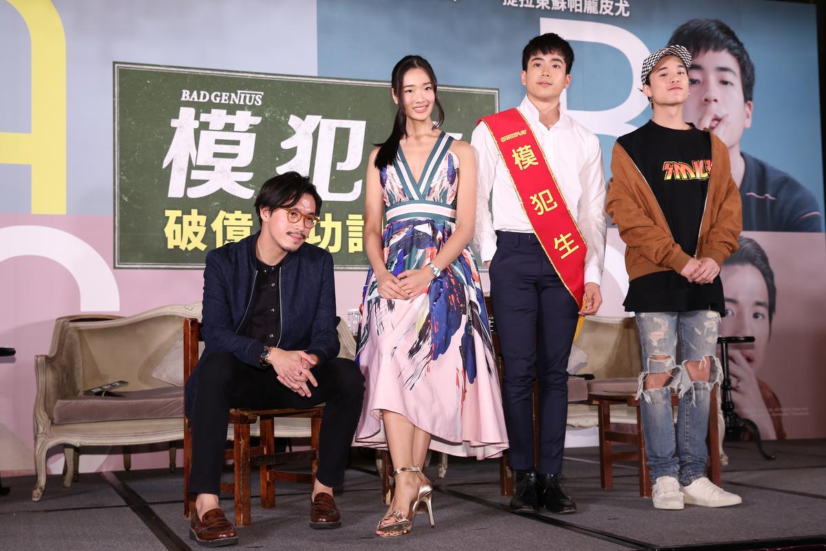 《模犯生》在台票房突破因台幣1.13億元,導演及主演特地來台慶功,片商並頒贈「票房模範生」的獎狀給他們。