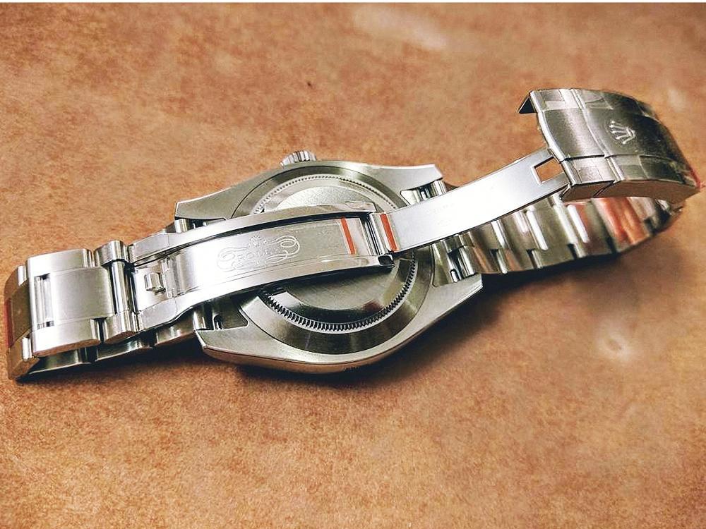 錶釦內側膠膜。
