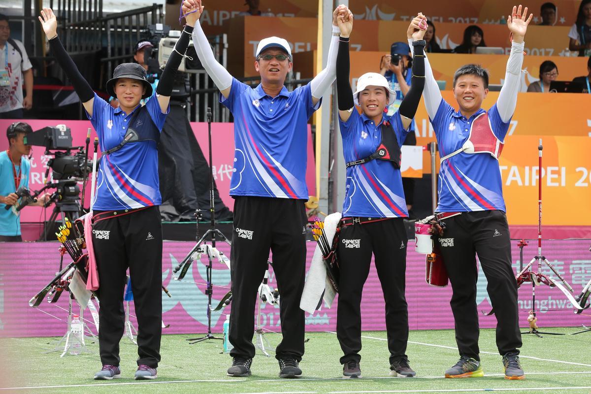 台灣隊男、女子組一同摘銀。