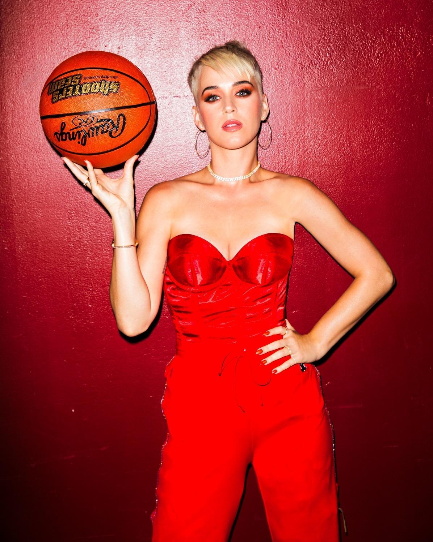 凱蒂佩芮跟泰勒絲的恩怨情仇糾纏4年,隨著專輯推出又變話題。