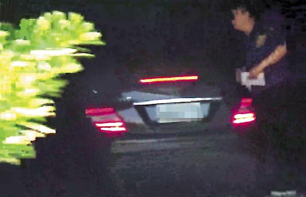 8月6日12:42,李朝永和獅奶奶直接開車進入摩鐵,停好車展開另一場美好約會。(讀者提供)