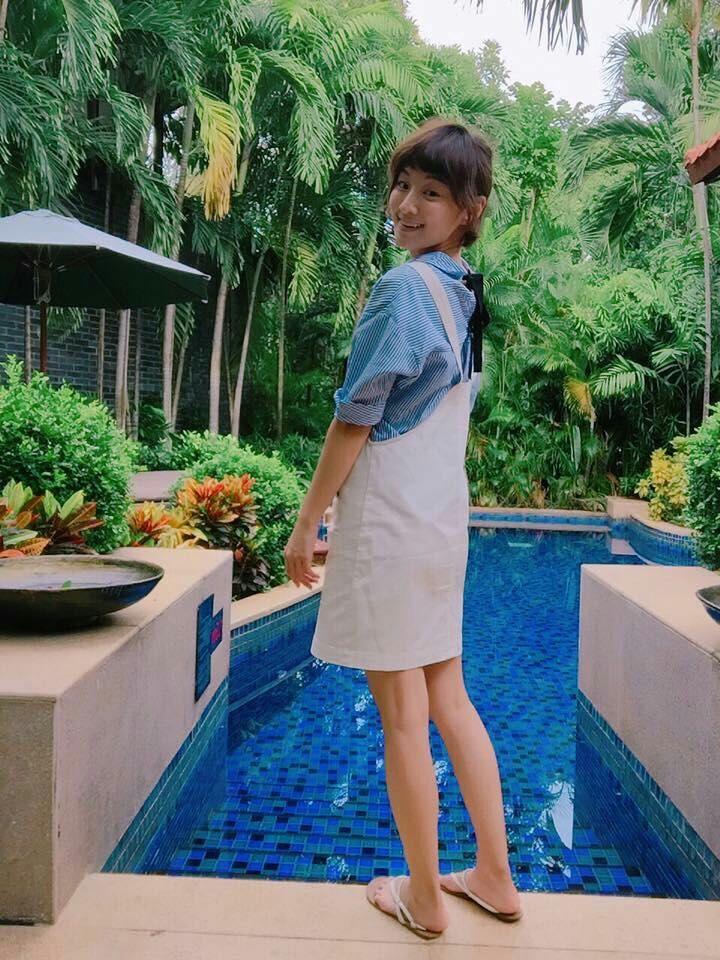 李京恬跟媽媽一起住,一個月會見到爸爸一次,之前還跟爸爸、妹妹到海南島玩。