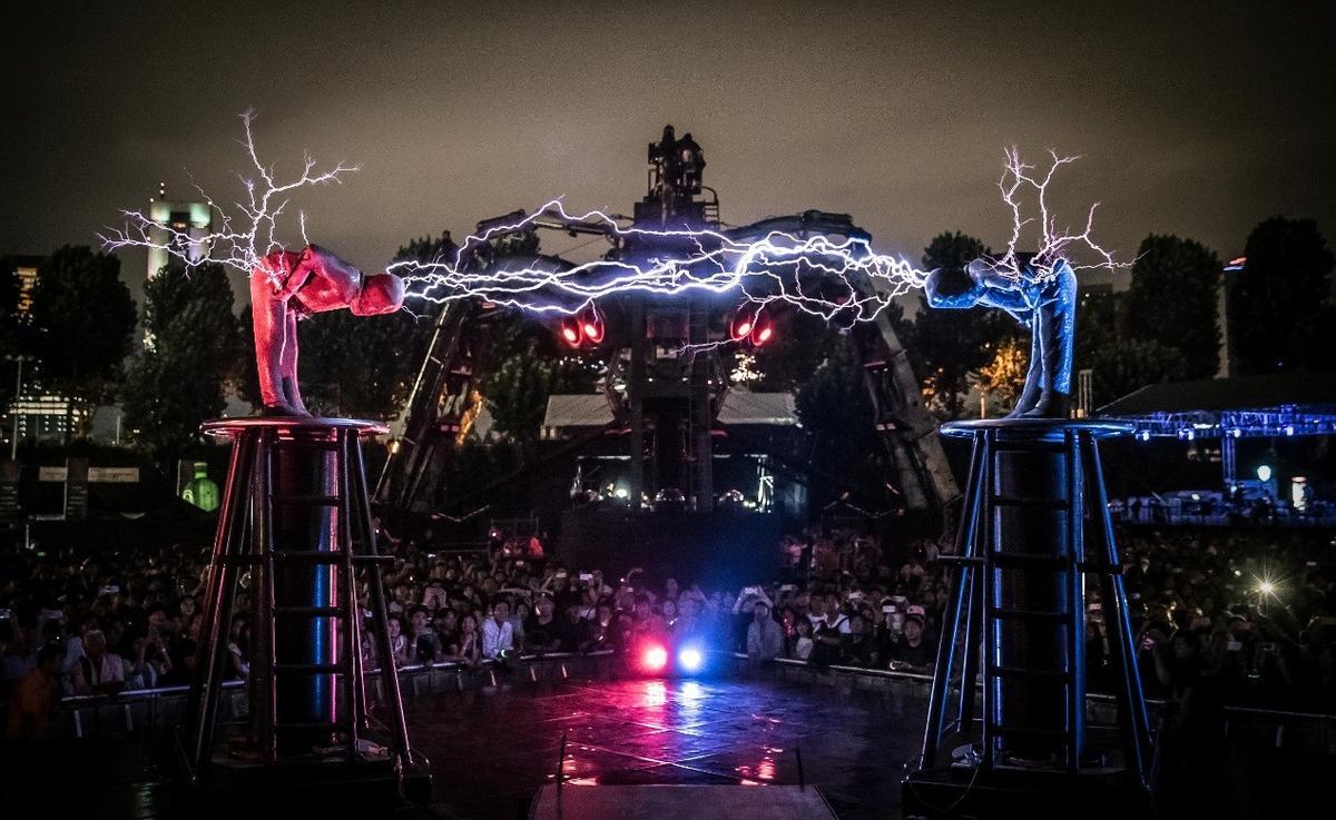 「Arcadia」今年11月二度登場,加入炫目的閃電風暴秀。(COSMO LIVE提供)