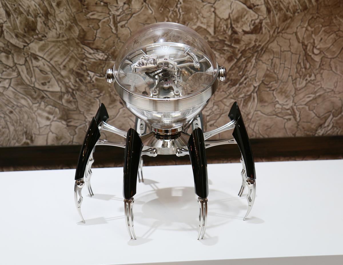 MB&F Octopod八爪座鐘,全球限量50只,定價新台幣128萬元。